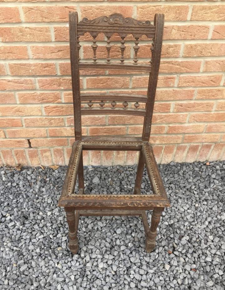 Réparation de chaises cassées à Mons Belgique